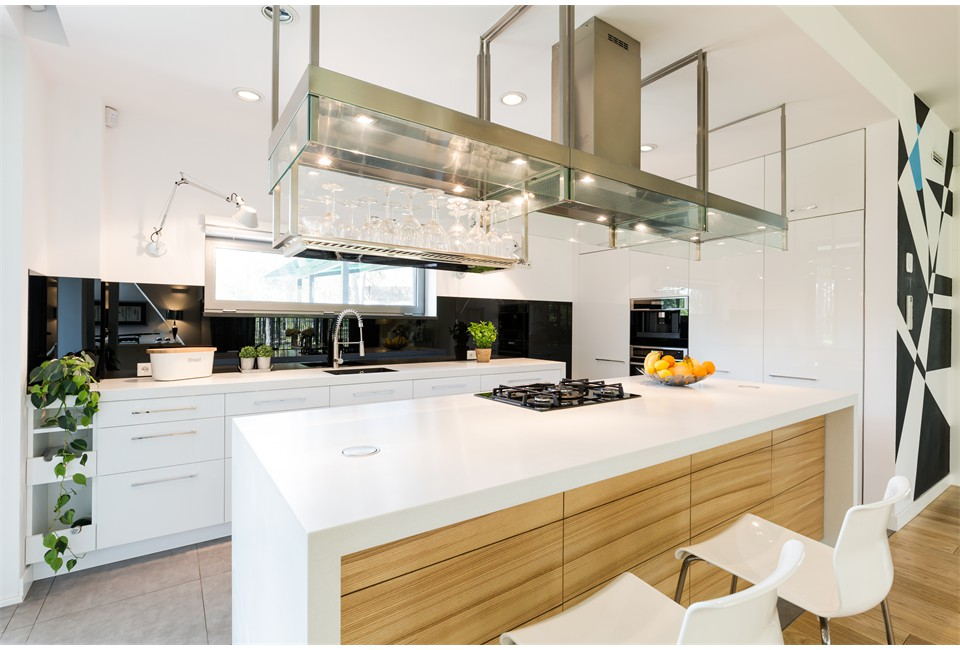 loft-kitchen-with-large-worktop-PXU54HC